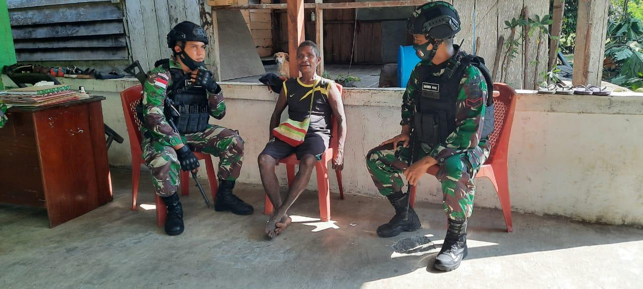 Optimalkan Pembinaan Teritorial, Satgas Raider 100 Anjangsana ke Tokoh Adat Kampung Wembi