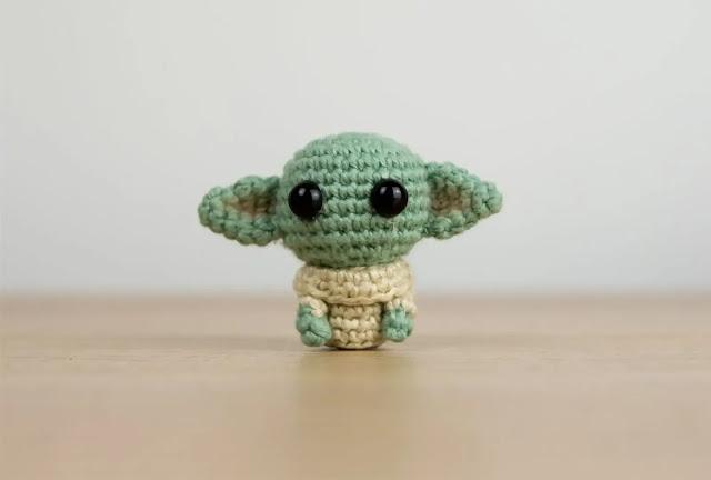 Mini Amigurumi Baby Yoda a Crochet