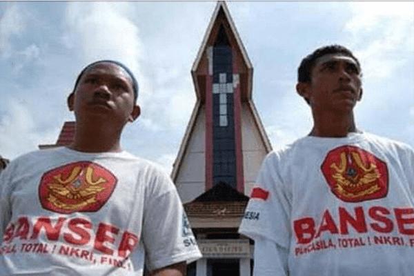 Dalil Santri Menjaga Keamanan Gereja saat Natal