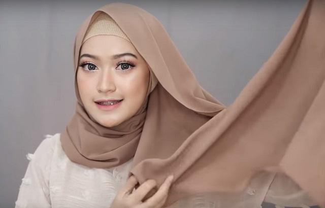 Tutorial Hijab Segi Empat Simpel Kekinian