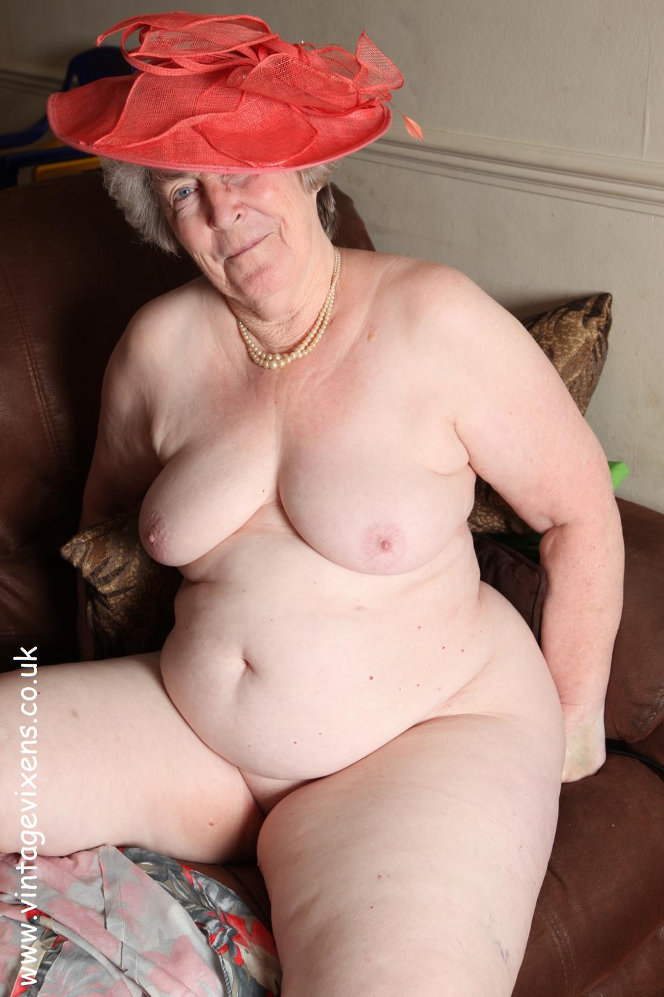 Archive Of Old Women Naked Grandmother In The Glamorous Hat-3312