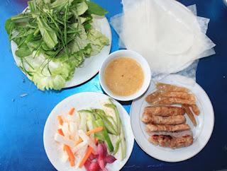 Thích mê với 3 món nem nướng ở Sài Gòn