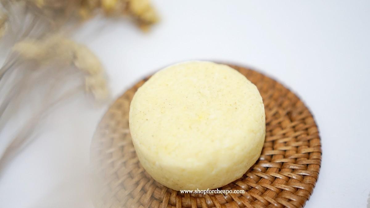 shampoo berwarna kuning dan bertekstur seperti granula yang dipadatkan