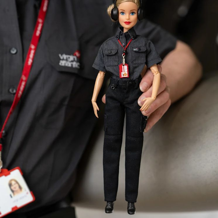 Коллекционная кукла Барби инженер Верджин Атлантик Эйрвэйз