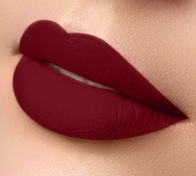 A tendência cada vez mais é que as cores de batons sejam mais vibrantes, mas que não percam a essência de cores fortes. Os tipos de batons são muitos e por isso é importante conhecer cada um para ver com qual você se identifica e qual combina mais com a sua maquiagem.