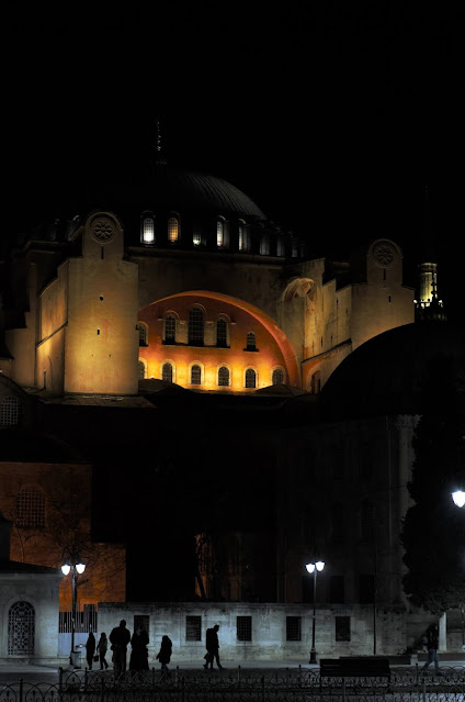 Prin Sultanahmet, Istanbul, Turcia