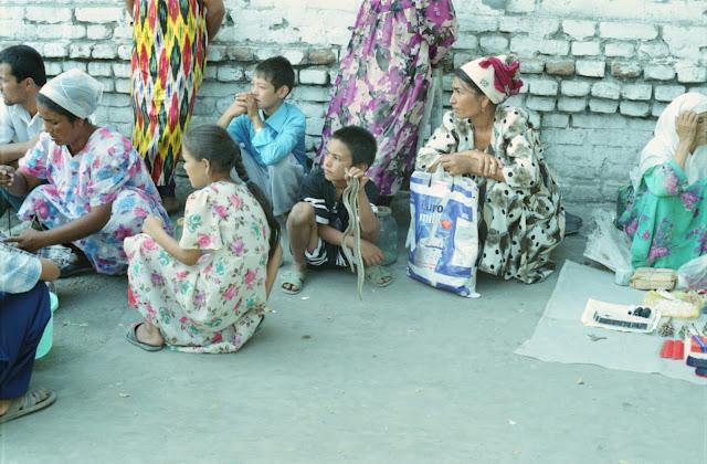 Ouzbékistan, Kokand, marché, vipère, © Louis Gigout, 1999