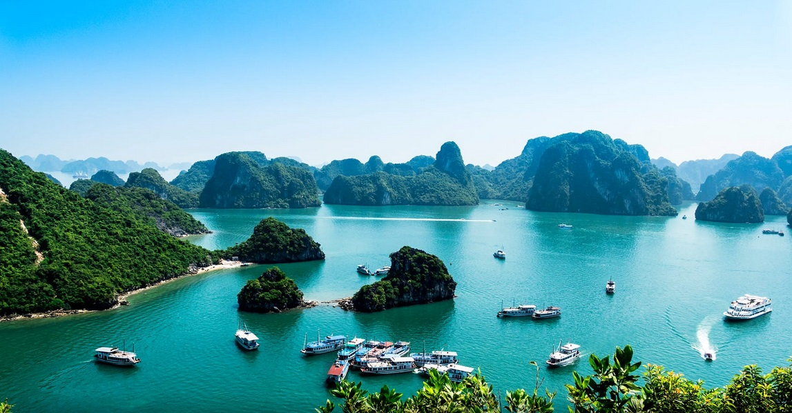 cruising halong bay vietnam - vietnam tour pedia