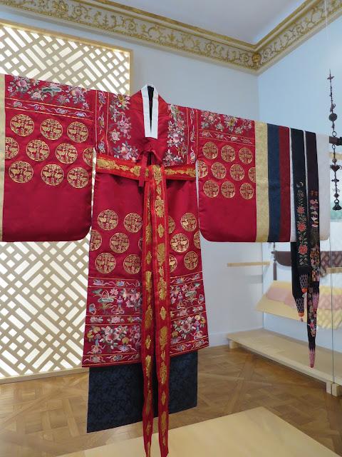 robe de mariée réalisée par In-Sook Son - papillottes.blogspot.fr