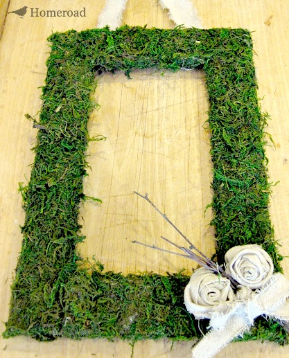 Craft an Easy Square Moss Wreath. Homeroad.net