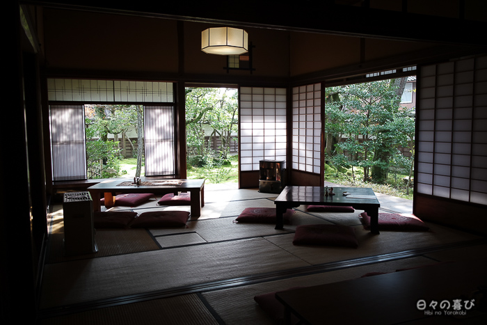 salon de thé maison inaba avec vue sur le jardin