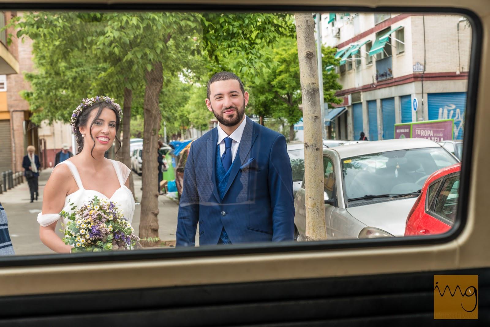 Fotografía de boda a través del cristal