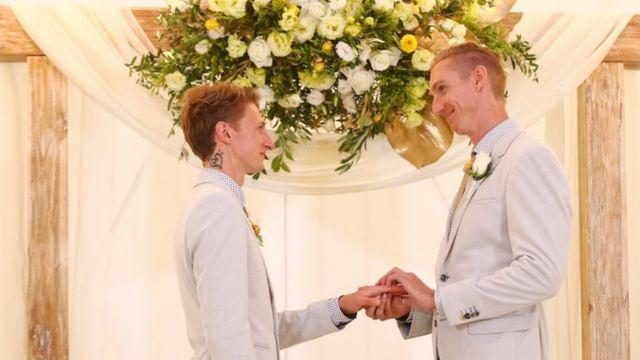 Vatikan: Pastor dan Gereja Tidak Diperbolehkan Berkati Pernikahan Sesama Jenis