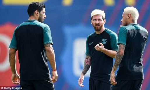 Lionel Messi, Neymar & their blonde hair join teammates to train (photos)