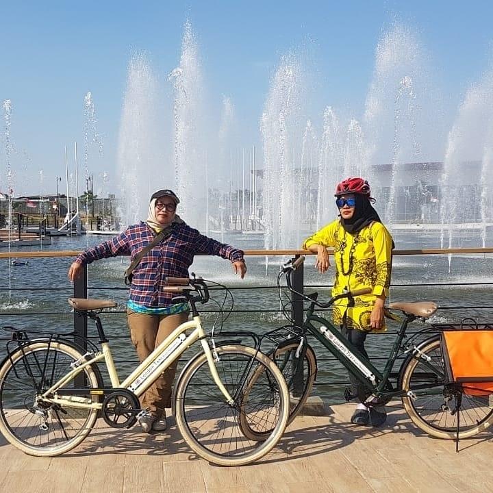 Joging dan Bersepeda di Kiara Artha Park Bandung