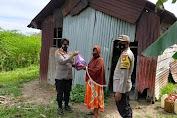 Peringati Hari Kartini, Srikandi Polres Gowa Bagikan Sembako dan Peralatan Sholat Ke Dhua'fa