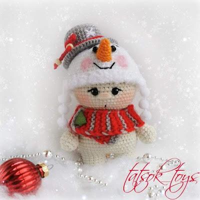 Вязаный малыш Снеговичок крючком