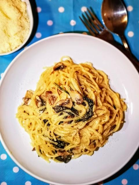 Articole culinare : Paste cu spanac si ciuperci
