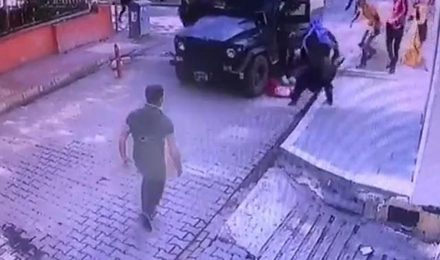 Zırhlı polis aracı kız çocuğuna çarptı!