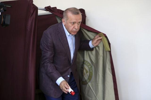 Η οικονομία «στριμώχνει» επικίνδυνα τον Ερντογάν