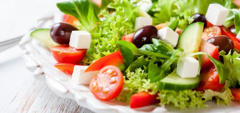 Salada Grega com Agrião e Alface Crespa