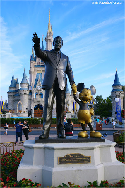 Walt Disney y Mickey Mouse en Magic Kingdom de Orlando, Florida