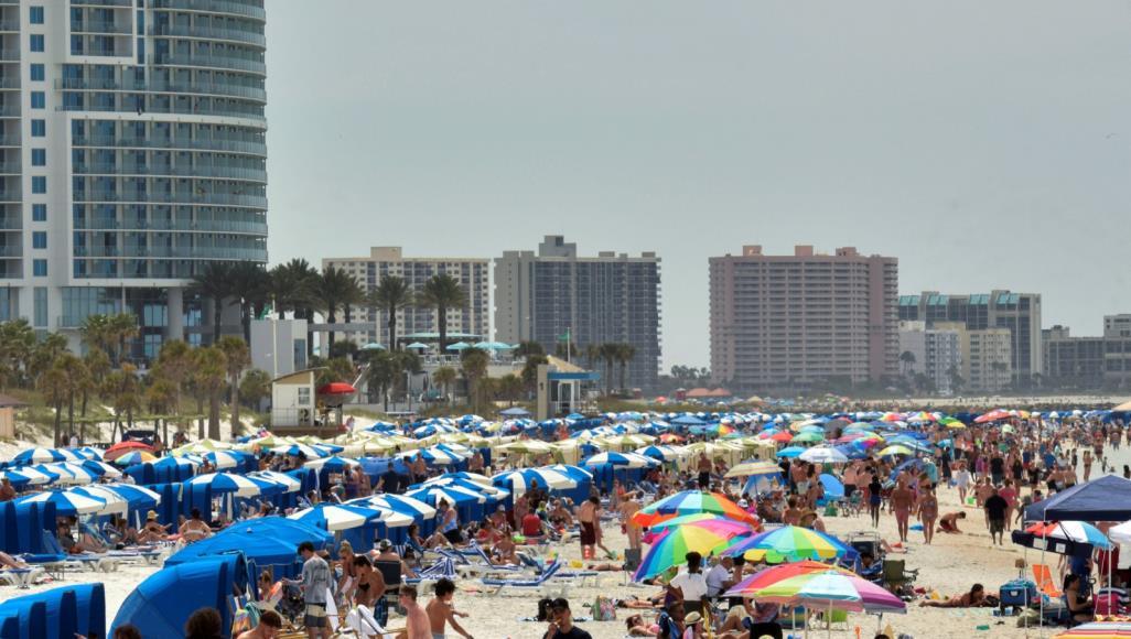 أميركيون -يتجاهلون -وباء -كورونا -ويتجمعون -على -شاطئ -بفلوريدا