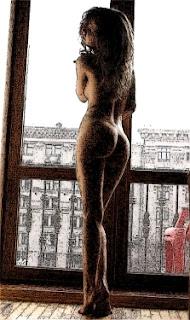 Desnuda contra la ventana