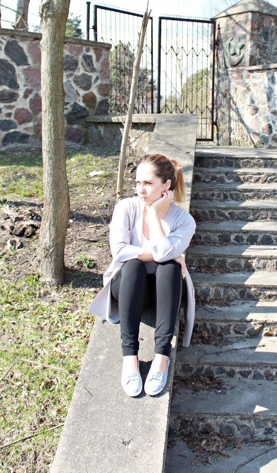 Szary wiosenny trencz, baleriny i body - wiosenny luźny look - Dresslily & BonPrix