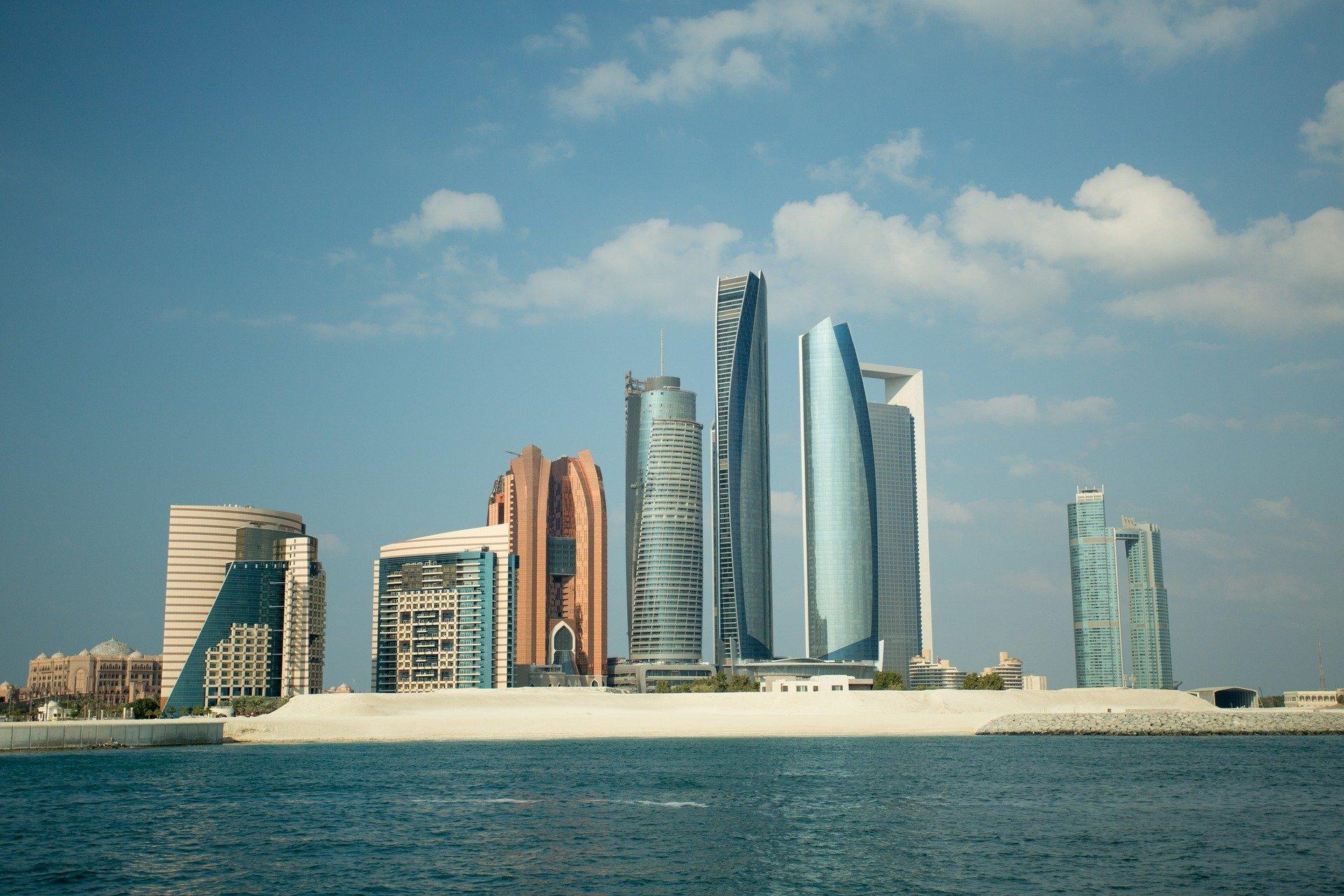 مكتوم بن محمد يدعو لتطبيق أفضل best الممارسات العالمية في وزارة المالية بالإمارات
