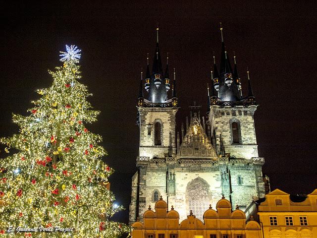 Navidad  en Praga, Plaza de la Ciudad Vieja, Iglesia del Tyn por El Guisante Verde Project