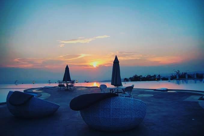 Menikmati Resort di Atas Awan Resort Giri Tirta Kahuripan