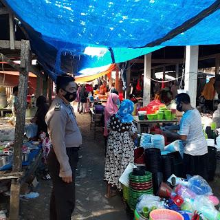 Antisipasi Covid-19, Kanit Sabhara Polsek Maiwa Beri Himbauan Di Pasar Maroangin