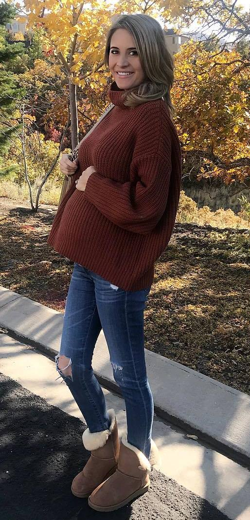 cozy outfit idea : knit sweater + rips + boots