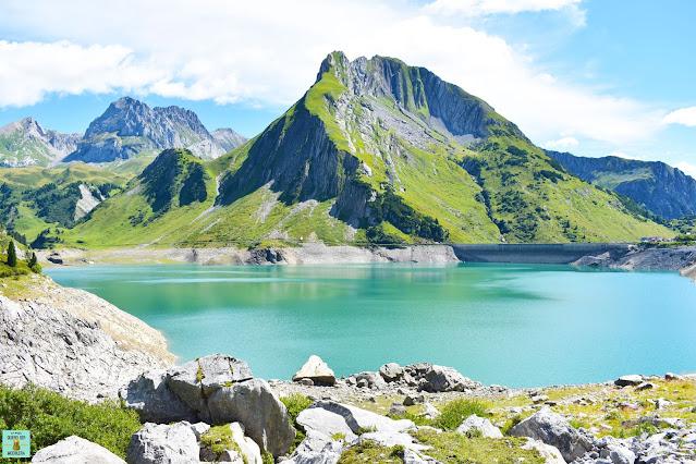 Lago Spullersee en Vorarlberg, Austria