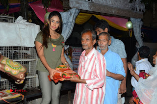 Actress Sri reddy (apthatrust director) Distrubuted Blankets for Orphans at Sai Baba Temple  0025.JPG