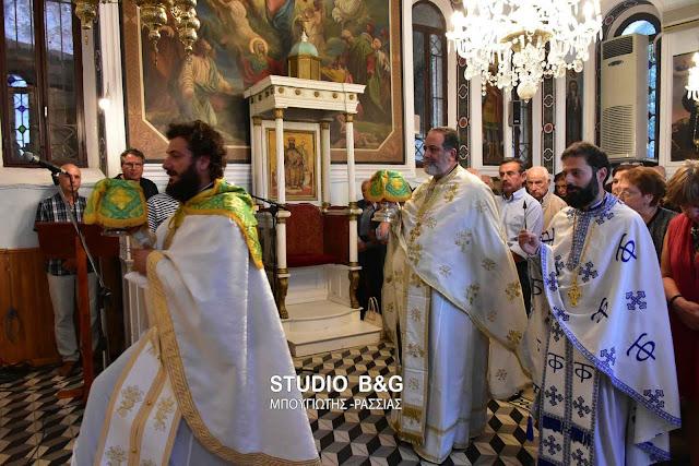 Θεία λειτουργία για την εορτή της μετάστασης του Αγίου Ιωάννου του Θεολόγου στο Ναύπλιο (βίντεο)