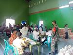 Babinsa Bersama Bhabinkamtibmas Awasi Penyaluran Bantuan Sosial Non Tunai (BSNT) Ke Warga