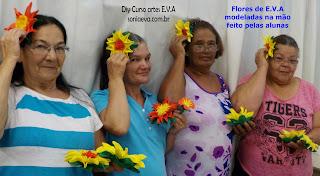 Flores EVA modeladas na mão sem necessidade de frisadores