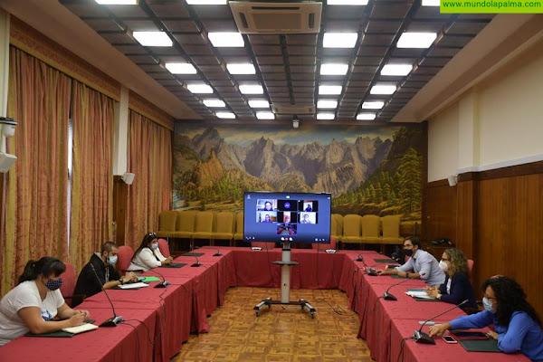 El Cabildo presenta las líneas de subvenciones para el movimiento vecinal de La Palma