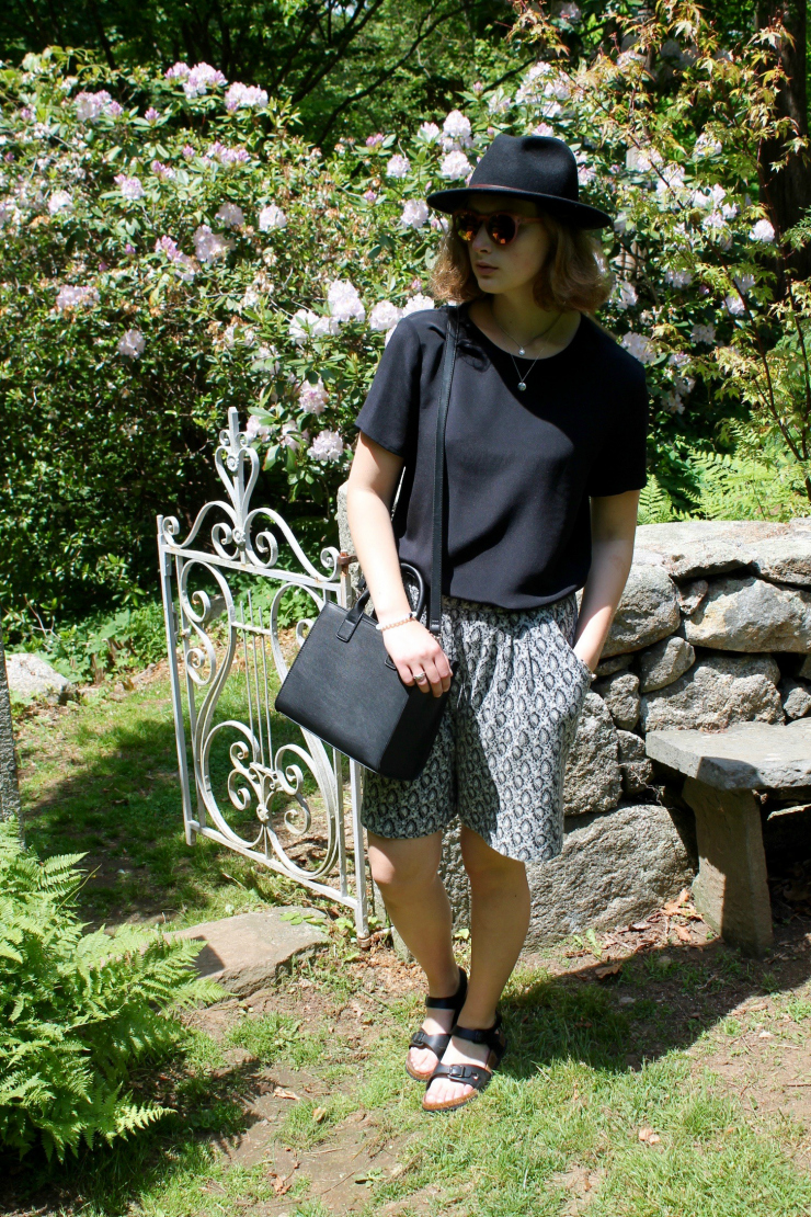 Black and grey simple chic summer look #fashion