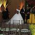 Beijão dos noivos, reencontro de ex-BBBs e ausência de Emilly marcam casamento de Elis do BBB 17