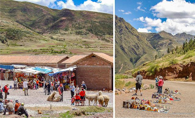 Vendedores de artesanato nos arredores de Cusco, Peru