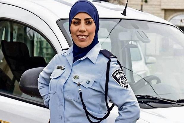 Inilah Sosok Polwan Muslim Berjilbab Pertama Israel