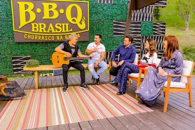 Na foto: Chris Flores e jurados com Matogrosso e Mathias  (Foto: Gabriel Cardoso /SBT)