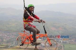 *sepeda terbang*