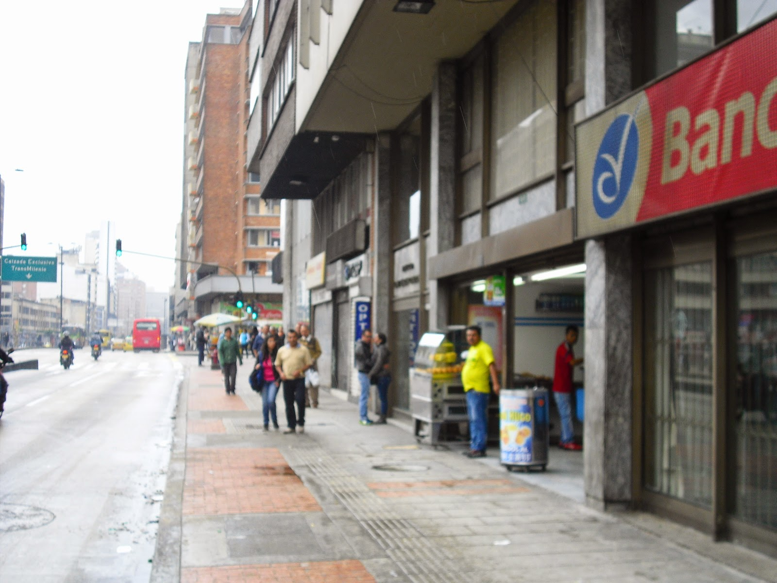 Dodgy tienda bar: You'd do well to avoid this place on Carrera 10 #18-30 in Bogotá.
