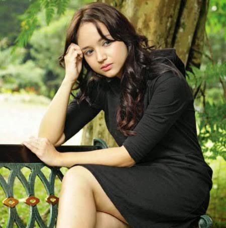 biodata Angelica Faustina Simperler