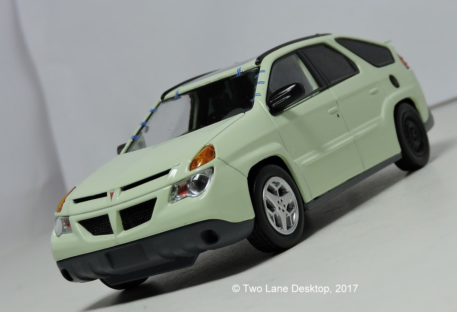 Greenlight 1 43 2004 pontiac aztek breaking bad