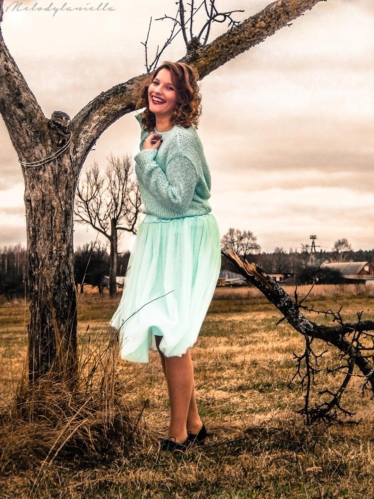 jakosc ubran z dresslink sweterek pudrowy mietowy tiulowa spodnica piekna styl fashion moda lato sesja